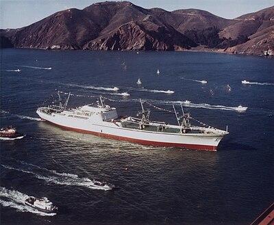 NS(核动力船舶)萨凡纳号,第一个商用核动力货船,前往在西雅图的世界博览会的途中。
