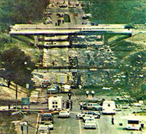 Northwest Airlines Flight 255 - Aftermath of the Flight 255 crash, N312RC's debris field scattered along Middlebelt Road, near I-94 in Romulus
