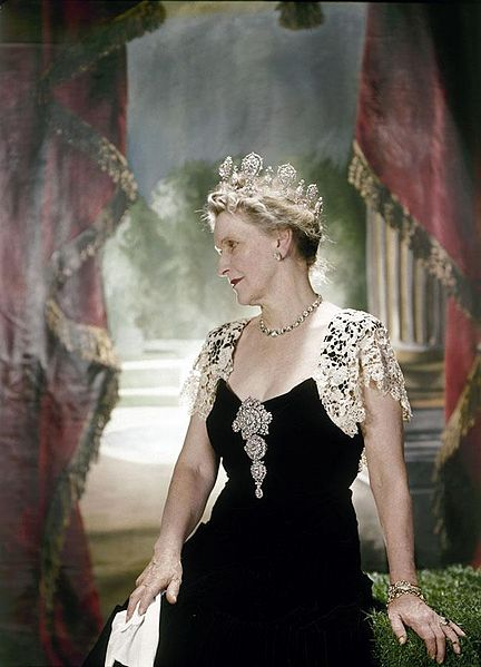File:Nancy Astor, Viscountess Astor.jpg