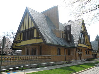 Frank Lloyd Wright - Nathan G. Moore House, Oak Park, Illinois (1895)