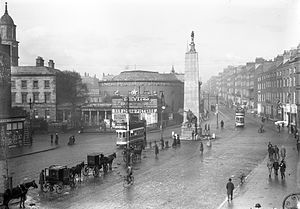 Dublin tramways - Trams passing the Parnell monument, 1913.