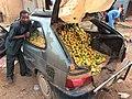 Niger, Dosso (78), sale of mangos.jpg