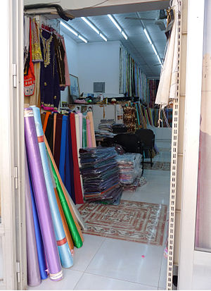 English: Tailor in Nizwa Français : Tailleur p...