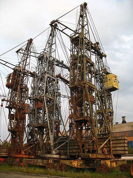 File:Old crane towers in Minsk.jpg