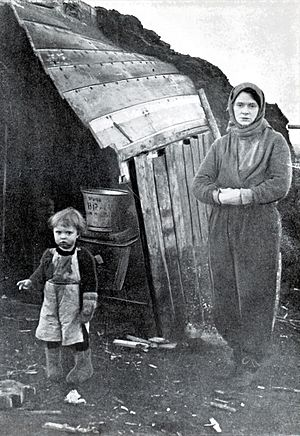 Sáhkku - Mother and child in Finnmark with the scarce possessions left to them after the burning (1944)