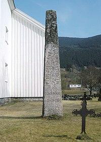 Ole Knudsen Tvedten ved Valle kirke.jpg