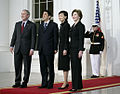 PM and Mrs Abe arrive at WH 26 April 2007 from side angle.jpg