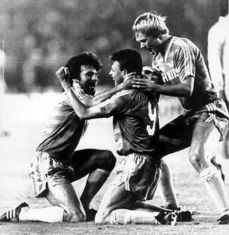 1987–88 PSV Eindhoven season - Eric Gerets, Edward Linskens and Ronald Koeman celebrating the equalizer in the semi-final against Real Madrid at the Santiago Bernabéu Stadium