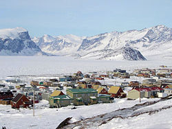 """Uptown"" neighbourhood of Pangnirtung. April 2006"