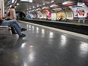Marcadet – Poissonniers (Paris Métro) - Image: Paris, du métro à la rue