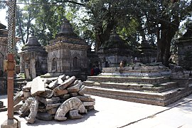 Pashupatinath Temple 2017 105.jpg