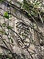 Picquigny château (écusson gauche pavillon Sévigné) 2.jpg