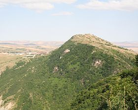 Pirdireyi mountain to the west from Shamakhi.jpg