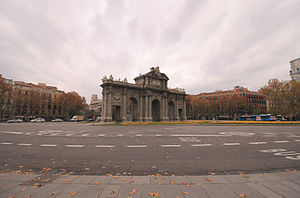 Plaza de la Independencia (Madrid) - The Puerta de Alcalá at the centre of the Plaza de la Independencia