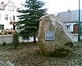 Pomnik upamiętniający 600 - lecie nadania Praszce praw miejskich - panoramio.jpg