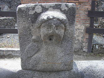 Pompeii fountain 2.jpg