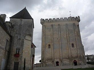 Pons, Charente-Maritime - Image: Pons donjon (Charente Maritime)