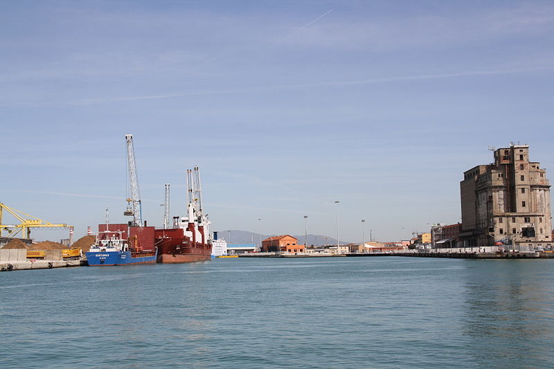 File:Port of Livorno Cappellini dock 01 @chesi.JPG