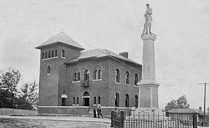 Reidsville, North Carolina - Post office and Confederate statue (1912)