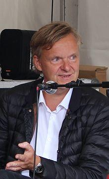 7b680df06ba2 Poul Madsen på Ekstra Bladets stand under Folkemødet 2016.
