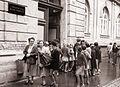 Pred Osnovno šolo bratov Polančičev - začetek šole 1960.jpg