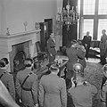 Prins Bernhard reikt het Grootkruis in de Orde van Oranje-Nassau met de Zwaarden, Bestanddeelnr 900-5506.jpg