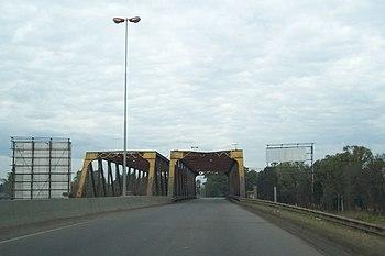 Puente met%C3%A1lico Bosques%2C Argentina