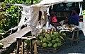 Puesto de venta de coco, uno de los principales ingredientes de la gastronomía de Santa Lucía..jpg