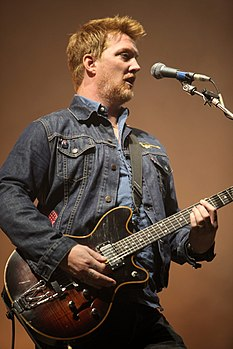 Josh Homme con i Queens of the Stone Age all' Eurockéennes de Belfort 2011