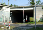 Railway bridge over Sachsendorfer Straße (rail underpass).png