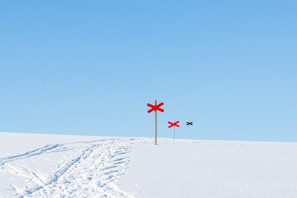 Red crosses mark the winter route in Sylan in Sweden