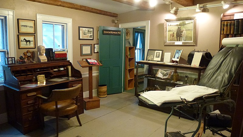 800px-Remick_Country_Doctor_Museum_02_-_the_doctor%27s_office_inside_the_farmhouse.jpg