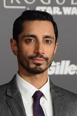 Riz Ahmed at the Rogue One - A Star Wars Story - World Premeire Red Carpet - DSC 0437 (31547570706) (cropped).jpg