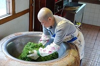 Tea processing - Image: Roasting tea leaves