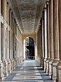 Roma - Porticato della Galleria Alberto Sordi.jpg