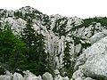 Rozanski Kukovi1 - skalni mesto na hrebeni Velebitu, prochaz.jpg