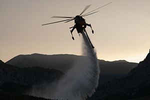 Sikorsky S-64 Skycrane - S-64 dropping water on the Ahorn Fire in Montana