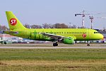 S7 Airlines, VP-BTV, Airbus A319-114 (16430264816) (3).jpg