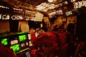 STS-62 - Pilot Andy Allen monitors reentry on the flight deck.
