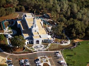 Sacramento California Temple - Image: Sacramento Dedication