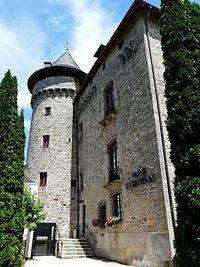 Sainte-Fortunade château mairie.JPG