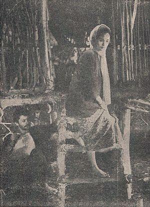 Anak Perawan di Sarang Penjamun - Sayu descending the steps at the bandits' hideout