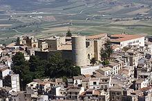 Il centro storico con il castello