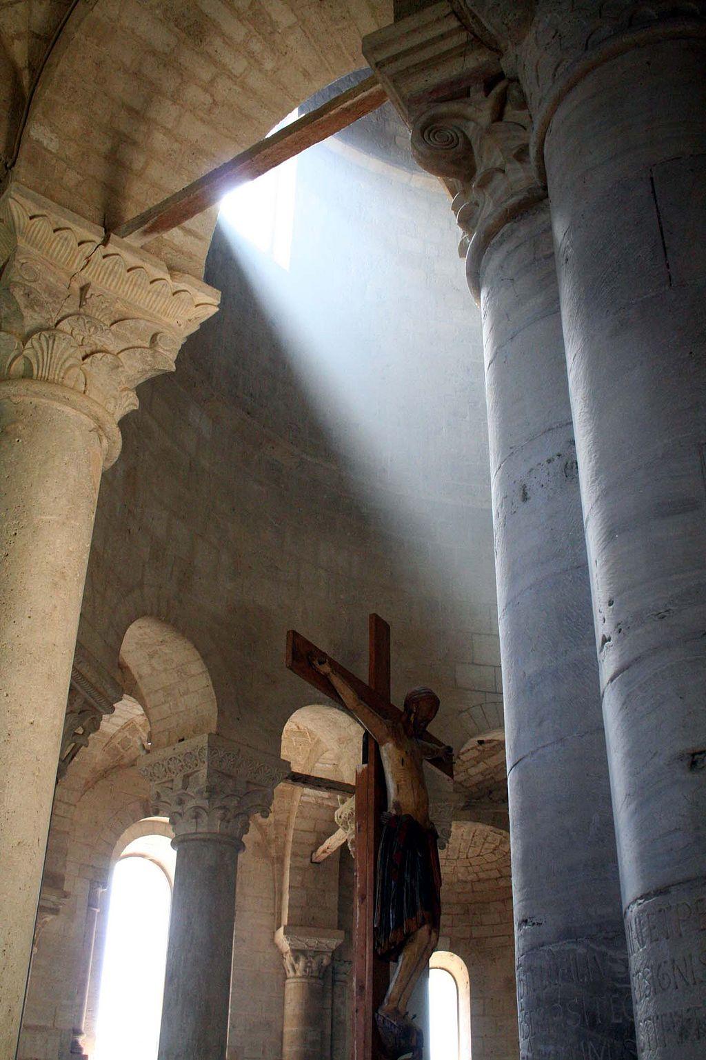 Abbazia di Sant'Antimo, Il crocifisso e l'abside