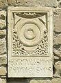 Santa croce, loggiato sud, esterno stemma bertoli simoni di radda.jpg