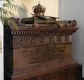 Sarcophagus with the heart of Jan III Sobieski in the Capuchin church in Warsaw.png