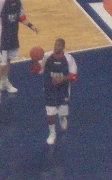 Scoonie Penn warming up.jpg
