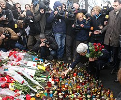 Secretary Kerry Places Roses Atop the Shrine of the Fallen in Kyiv (12929488355).jpg
