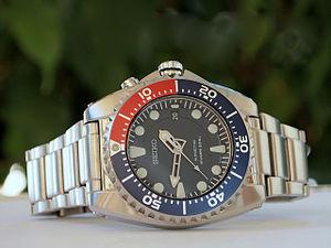 Automatic quartz - Seiko SKA369P1 Kinetic Diver's 200 m (tool watch suitable for scuba diving) using a 5M62 caliber Kinetic movement.