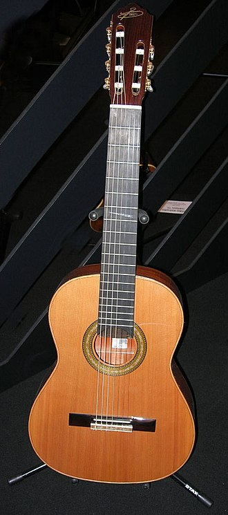 Seven-string guitar - A Brazilian seven-string guitar